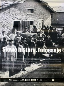 Plansza wystawy Słowo historii. Fotoeseje