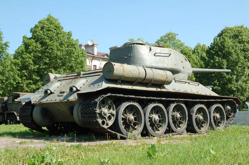 Zdjęcie czołgu na wystawie plenerowej