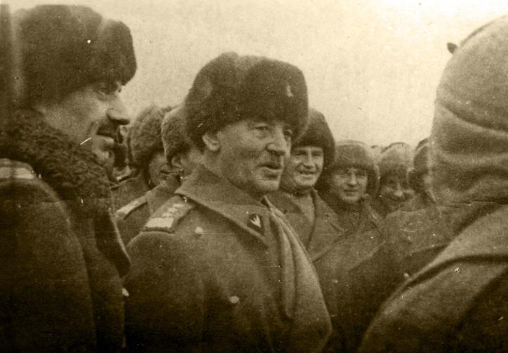 Na zdjęciu: Gen. W. Sikorski i gen. W. Anders podczas rozmowy z żołnierzami Polskich Sił Zbrojnych w ZSRR, w Tockoje, ZSRR, 1941 r. Fotografia ze zbiorów Muzeum Wojska w Białymstoku, nr inw. MWB/D/4219/2