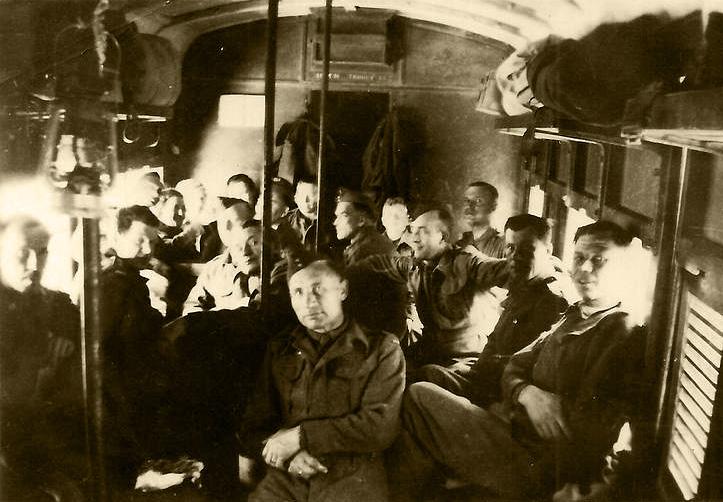 Na zdjęciu: Żołnierze 2. Korpusu podczas podróży pociągiem, 1943 r. Fotografia ze zbiorów Muzeum Wojska w Białymstoku, nr inw. MWB/D/2959