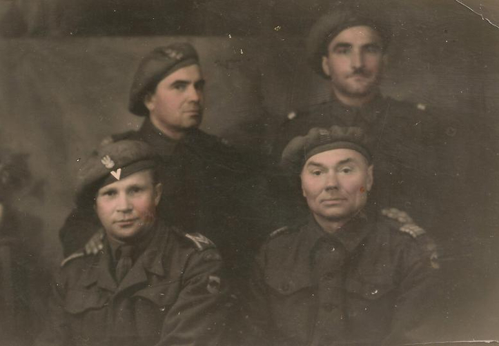 Na zdjęciu: Żołnierze 5. Kresowej Dywizji Piechoty, Włochy, 1945. Fotografia (kolorowana oryginalnie) ze zbiorów Muzeum Wojska w Białymstoku, nr inw. MWB/D/3322