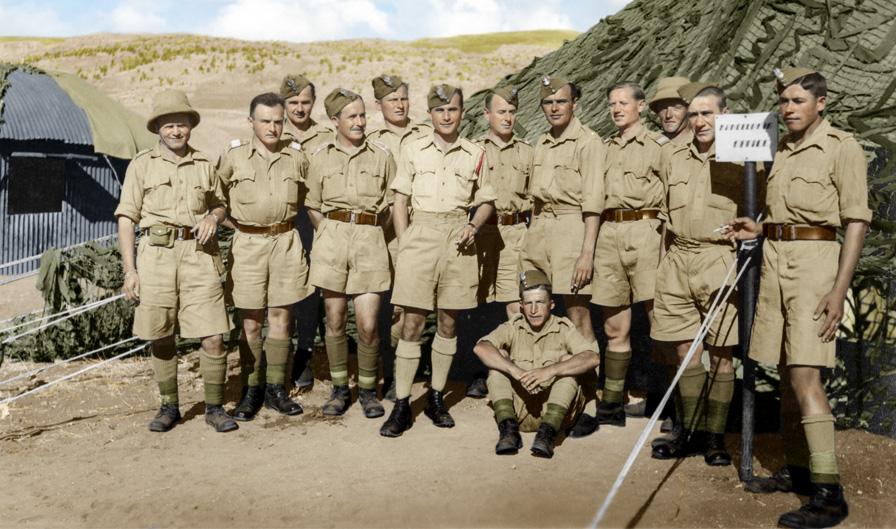 Żołnierze 3. Dywizji Strzelców Karpackich przed namiotem w Quizil Ribat, Irak, lata 1942-1943. Fotografia ze zbiorów Muzeum Wojska w Białymstoku, nr inw. MWB/D/4024.