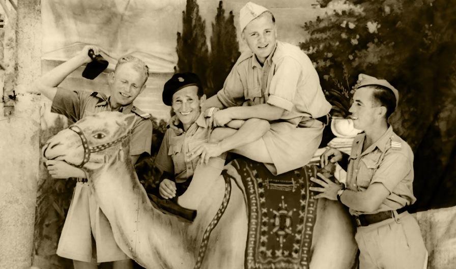 Żołnierze Armii Polskiej na Wschodzie w trakcie urlopu, Palestyna, 1943 rok. Fotografia ze zbiorów Muzeum Wojska w Białymstoku, nr inw. MWB/D/3709.