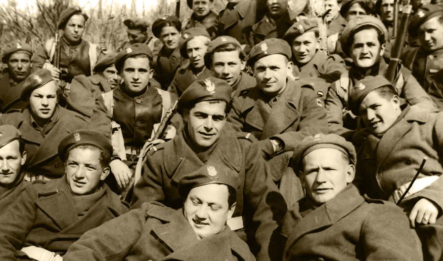 Żołnierze 16. Lwowskiego Batalionu Strzelców 5. Kresowej Dywizji Piechoty na froncie włoskim, Włochy, 1944 rok. Fotografia ze zbiorów Muzeum Wojska w Białymstoku, nr inw. MWB/D/3611/1.